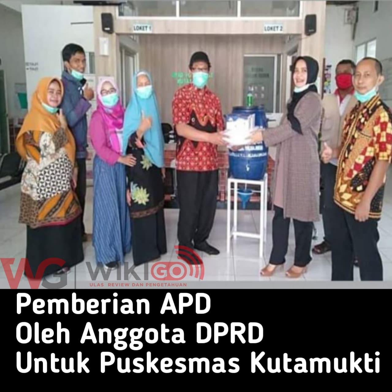 Peduli Tenaga Medis, Anggota DPRD Karawang Berikan APD Untuk Puskesmas Kutamukti