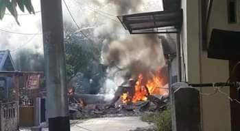 Berita Hangat !! Pesawat Tempur TNI AU Jatuh Ke pemukiman Warga