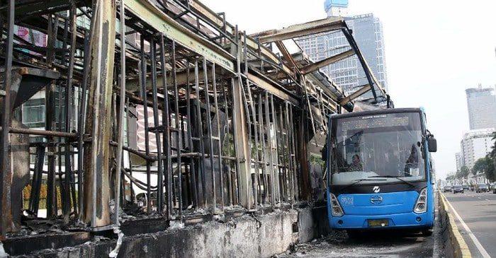 Transjakarta Rugi Rp 45 Miliar, Akan mengecam Pendemo Yang Merusak Halte