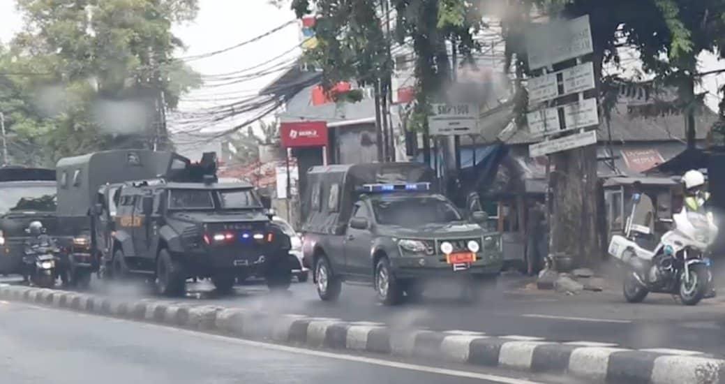 Gerombolan TNI Sambangi Markas FPI di Petamburan, Ada apa?