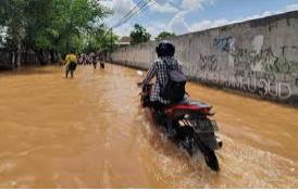 Lima Cara Mengatasi Motor Terendam Banjir